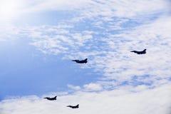 在蓝天的四架喷气机军队飞机 库存图片