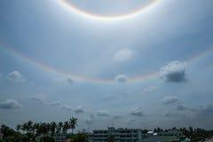 在蓝天的太阳光晕与云彩 免版税库存图片