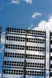 在蓝天的太阳电池板与云彩 库存图片