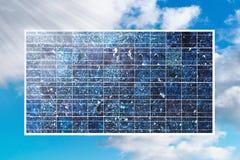 在蓝天的太阳能电池 免版税库存照片