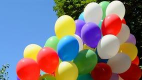 在蓝天的气球在晴天 影视素材