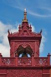 在蓝天的泰国lanna钟楼 免版税库存照片