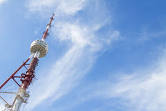 在蓝天的电视塔在登上Mtatsminda,第比利斯 佐治亚 库存照片