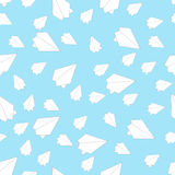 在蓝天的白皮书飞机 免版税库存图片