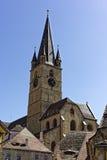在蓝天的福音派大教堂锡比乌罗马尼亚塔 免版税库存图片