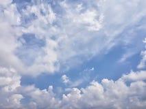 在蓝天的积云 库存照片