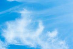 在蓝天的空气云彩 免版税图库摄影