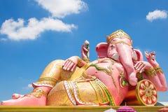 在蓝天的美丽的Ganesh雕象在wat在泰国的Prachinburi省的saman寺庙 免版税库存图片