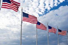 绞在蓝天的美国国旗 库存图片