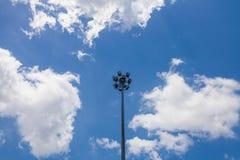 在蓝天的聚光灯 免版税图库摄影