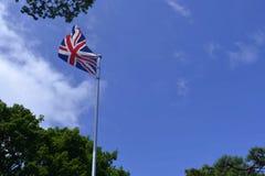 在蓝天的英国旗子飞行 库存照片