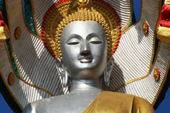 在蓝天的菩萨图象 免版税库存照片