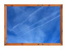 在蓝天的蒸气足迹 免版税图库摄影