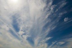 在蓝天的软的小束的云彩 库存图片