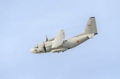 在蓝天的飞机C-27-J斯巴达飞行,航空器,被隔绝的,接近  免版税库存照片