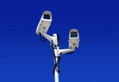 在蓝天的高技术圆顶类型照相机 库存照片