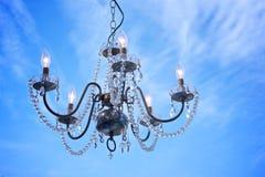 在蓝天的水晶枝形吊灯 图库摄影