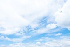 在蓝天的Cloudscape在多云天 免版税图库摄影
