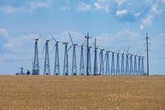 在蓝天背景的几台风轮机 免版税库存图片
