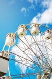 在蓝天背景的弗累斯大转轮  免版税图库摄影
