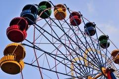 在蓝天背景的弗累斯大转轮  图库摄影