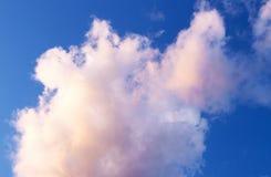 在蓝天背景的白色云彩 库存照片