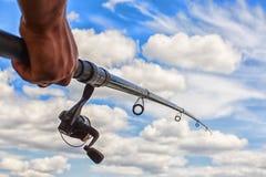 在蓝天背景的钓鱼竿 库存图片