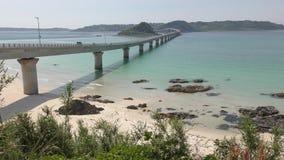 在蓝绿色海的桥梁 股票录像