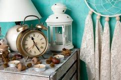 在蓝绿色的卧室装饰 图库摄影