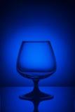 在蓝色光的玻璃 免版税库存照片
