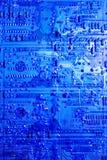 在蓝色被点燃的电路董事会前面的二十美金 免版税图库摄影
