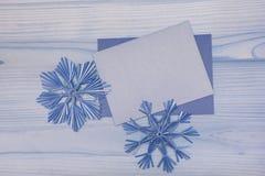 在蓝色口气的圣诞节背景 免版税图库摄影
