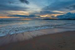 在蓝色口气的照片,在安达曼海的日落 免版税库存图片