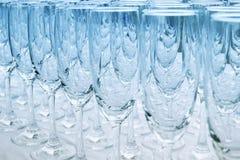 在蓝色口气的酒杯 库存图片