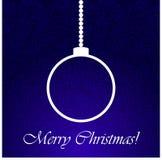 在蓝色后面地面的圣诞节球。 库存照片