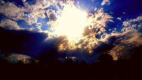 在蓝色和橙色的太阳 库存照片