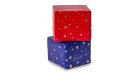 在蓝色和红色包裹的两个礼物 图库摄影