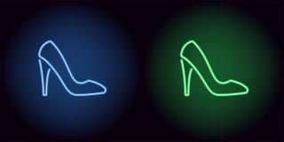 在蓝色和绿色的霓虹妇女鞋子 库存图片