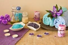 在蓝色和紫罗兰色颜色的温泉构成 库存照片