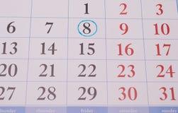 在蓝色圈子的日期在日历 免版税图库摄影