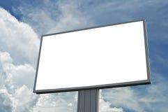 在蓝色多云天空的空白广告牌,添加您的文本 免版税库存照片