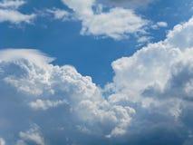 在蓝色天空1的云彩 库存图片