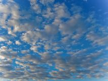 在蓝色天空3的云彩 免版税库存图片