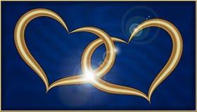 在蓝色天鹅绒的两金黄心脏 免版税库存图片