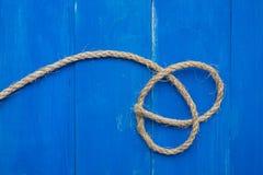 在蓝色委员会的绳索 库存图片