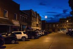 在蓝色小时,历史建筑在街市Bowling Green 库存图片