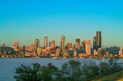 在蓝色小时,西雅图地平线 图库摄影