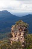 在蓝色山的岩石 库存图片