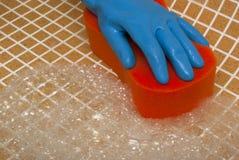 在蓝色手套的手 免版税库存图片
