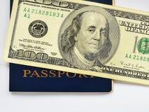 在蓝色护照关闭的一百元钞票 免版税图库摄影
